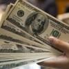 Dólar opera quase estável, vendido perto de R$ 3,22; Bolsa sobe